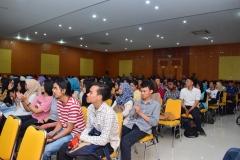 Para peserta seminar dari progdi Administrasi Negara sedang mendengarkan materi