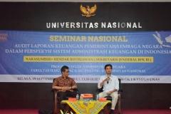 Sekjen BPK RI(kiri) dan Moderator dalam acara seminar Audit AN