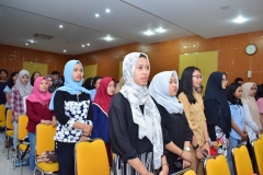para peserta dalam seminar AN sedang menyanyikan lagu Indonesia Raya dalam pembukaan seminar AN