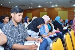 para peserta seminar sedang mencatat materi dalam seminar AN