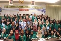 Foto Bersama seluruh narasumber dan peserta