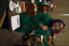 peserta seminar mengajukan pertanyaan kepada narasumber