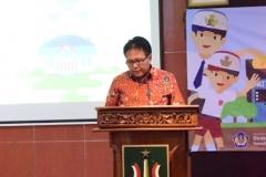 Pak Eko sedang memberikan sambutannya dalam acara seminar perpajakan