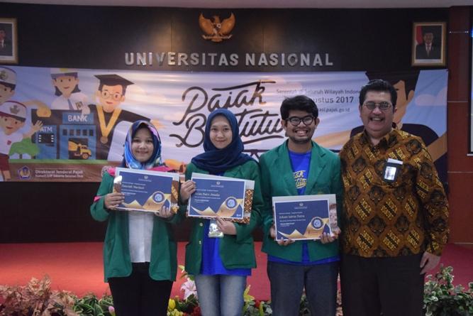 pemberian sertifikat kepada mahasiswa terbaik seminar