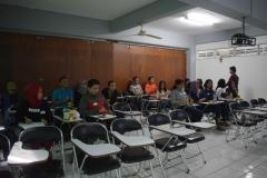 mahasiswa sastra inggris sedang mengikuti seminar