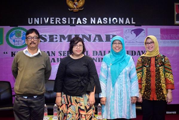 foto bersama Kepala Program Studi Sosiologi UNAS, Dr. Erna E. Chotim, M.Si. bersama narasumber
