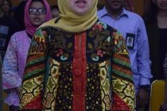 Kepala Program Studi Sosiologi Unas, Dr. Erna E. Chotim, M.Si. saat menyanyikan Indonesia raya