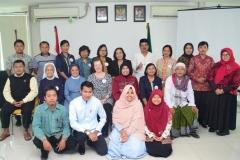Foto bersama para narasumber dan peserta seminar