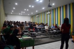 MC-sedang-memandu-jalannya-acara-seminar