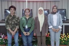 (Kiri-kanan) Tengku Muhammad Rusydi. Dr., S.IP., M.Si, Dhena, Ketua Program Studi Ilmu Hubungan Internasional Dr. Irma Indrayani, S.I.P., M.Si., Deputy Secretary OIC Youth Indonesia Dhini Azani Kusuma Dewi, S.IP.