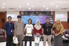 "Foto bersama setelah penyerahan doorprize kepada peserta dengan penanya terbaik pada acara SI FEST 2020 Talkshow ""Artificial Intelligence (Toward Creative Indonesia With Integreted Creation For Society)"" di Auditorium Blok 1 Lantai 4 UNAS, Jum'at (10/01)"