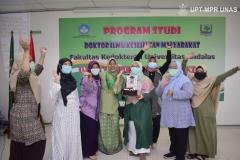 Segenap dosen di lingkungan Fakultas Ilmu Kesehatan Universitas Nasional berfoto bersama dalam sidang terbuka promosi doktor