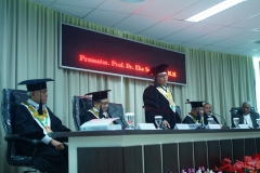 Upacara kelulusan saat sidang doktoral