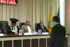 pembacaan hasil sidang doktoral dari Wakil Rektor Bidang Administrasi Umum, Keuangan, dan SDM , Prof. Dr. Drs. Eko Sugiyanto, M.Si