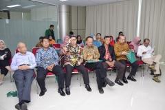 para tamu undangan sedang menyaksikan sidang senat terbuka Dr. Any Hindrianty, di Jakarta (21/3).