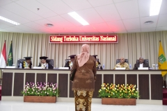 Sdr Dr. Any Hindrianty dalam prosesi sidang doktoral sedang menunggu hasil sidang dari promotor dan penguji, di Jakarta (21/3).