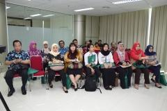 Para tamu undangan dan kerabat terdekat Muhammad Ramdan sedang menyaksikan prosesi sidang senat terbuka Muhammad Ramdan, di Jakarta (21/3)