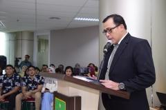 Sdr Dr. Muhammad Ramdan sedang membacakan hasil disertasinya kepada penguji, dan promotor, di Jakarta (21/3).