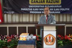 Dosen Fakultas Ilmu Sosial dan Ilmu Politik Universitas Nasional Dr. Drs. Ganjar Razuni, S.H., M.Si. saat menjalani sidang promosi doktor bidang ilmu politik pada Jumat 27 agustus 2021