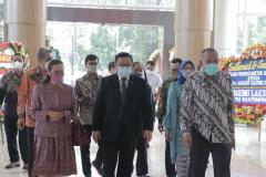 Kedatangan Anggota Dewan Pertimbangan Presiden (Wantimpres) Republik Indonesia Dr. (HC). dr. H.R. Agung Laksono di acara sidang promosi doktor bidang ilmu politik Dr. Drs. Ganjar Razuni, S.H., M.Si.