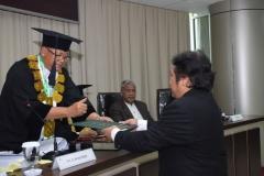 penyerahan ijazah dalam sidang doktoral