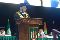 Rektor UNAS Dr. El Amry Bermawi Putera dalam sambutannya pada acara sidang senat terbuka wisudawan dan wisudawati