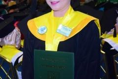 salah satu wisudawati saat telah naik ke atas panggung dalam acara sidang senat terbuka periode genap di JCC