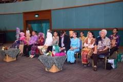 Para orangtua dan wali lulusan dalam acara wisuda di JCC