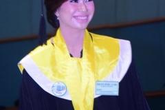 Salah satu wisudawati dalam acara sidang senat terbuka di JCC