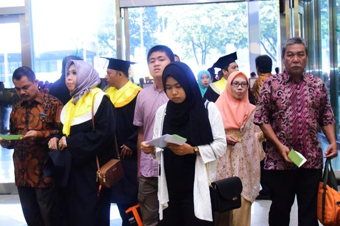 orangtua wali mahasiswa dalam acara sidang senat terbuka wisudawan dan wisudawati periode genap di JCC