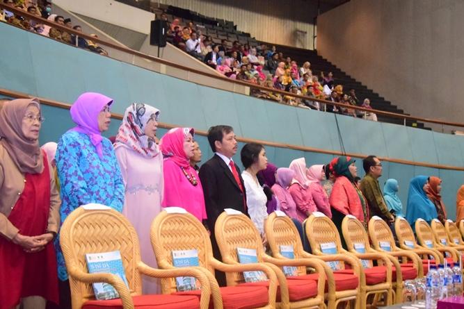 para perwakilan orangtua lulusan dalam acara sidang senat terbuka di JCC