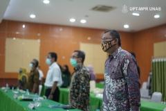 Saat menyanyikan Indonesia Raya dalam acara Rapat Senat  Tahunan Universitas Nasional  pada Rabu, (27/1) di Auditorium