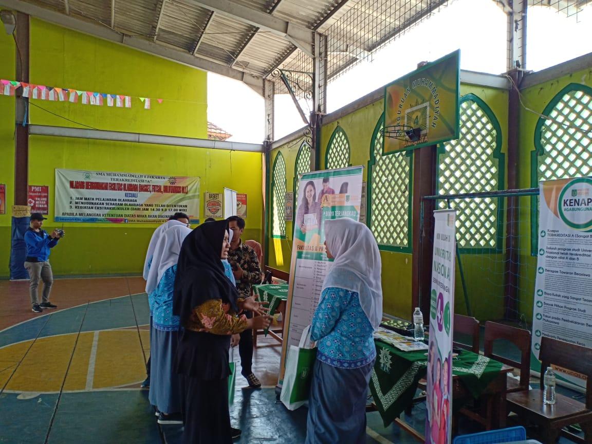 Saat-tim-PPMB-Unas-memberikan-info-tentang-UNAS-ke-para-siswa-2