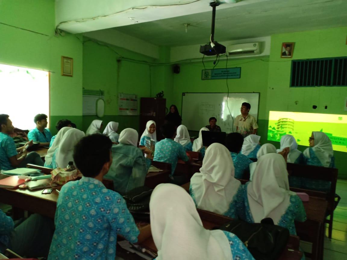 Saat-tim-PPMB-Unas-memberikan-info-tentang-UNAS-ke-para-siswa