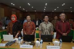 menyanyikan lagu Indonesia Raya pada saat pembukaan sosialisasi