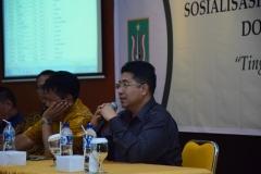 (Kiri-Kanan)Direktur Akparnas Eddy Guridno, S.E., M.Si.M., Warek II Dr. Drs. Eko Sugiyanto, M.Si., Warek I Prof. Dr. Iskandar Fitri, S.T., M.T. saat menjelaskan fungsi dosen