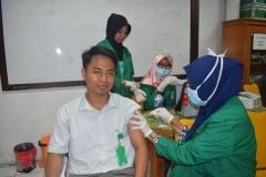 Suntik Difteri yang ke-2 di UNAS (1)