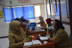 Suntik Difteri yang ke-2 di UNAS (6)