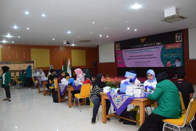 Suntik Difteri yang ke-3 di UNAS (6)