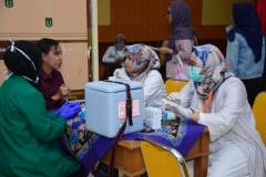 Suntik Difteri yang ke-3 di UNAS (8)