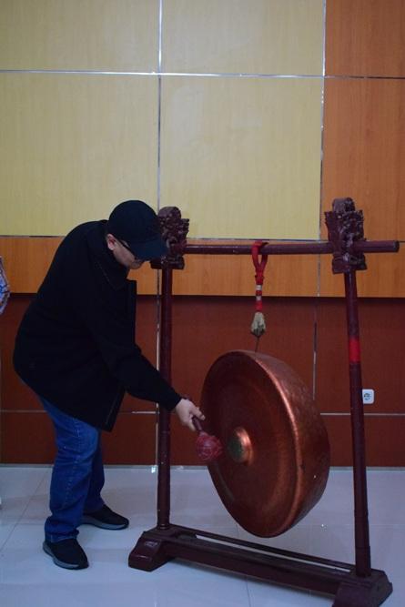 Pembukaan acara dengan pemukulan gong (4)
