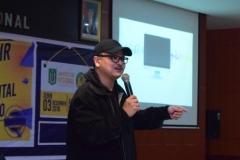 Produser VOA-Alumni UNAS Naratama Rukmananda Sedang Memberikan Materi (3)