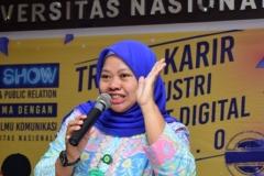 Manager Marketing Public Relations (Dian Metha Ariyanti, S.Sos., M.Si.) Memberian Materi