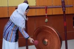 Pembukaan acara dengan pemukulan gong (3)