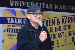 Produser VOA-Alumni UNAS Naratama Rukmananda Sedang Memberikan Materi (1)