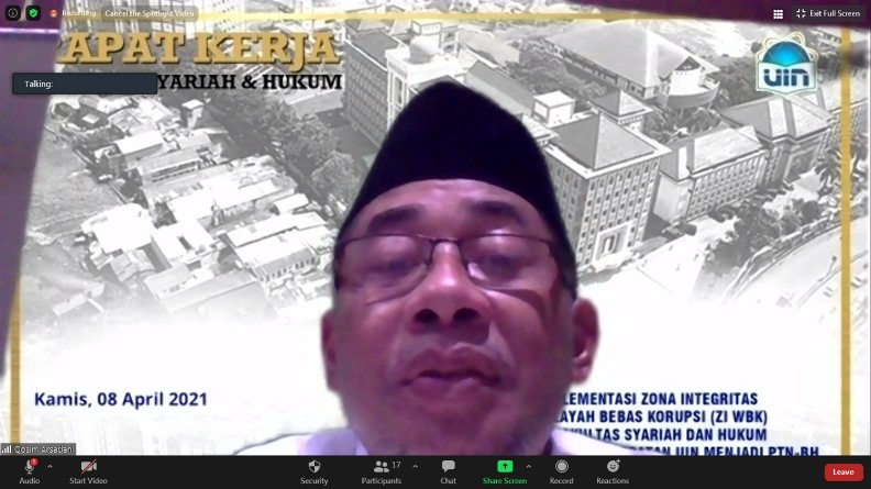 Pengasuh Ponpes Darul Irsyad Bogor,, KH. Qosim Arsyadani, MA. selaku narasumber sedang memaparkan materinya
