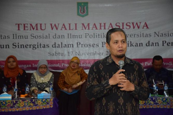 Wakil Dekan FISIP Dr. Aris Munandar, M.Si saat menjelaskan akademik di hadapan orang tua mahasiswa
