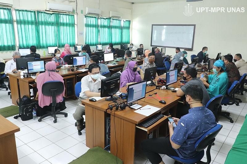 Suasana laboratorium jarkom saat berlangsungnya tes TKDA dan TOEP  pada Kamis, 13 Agustus 2020