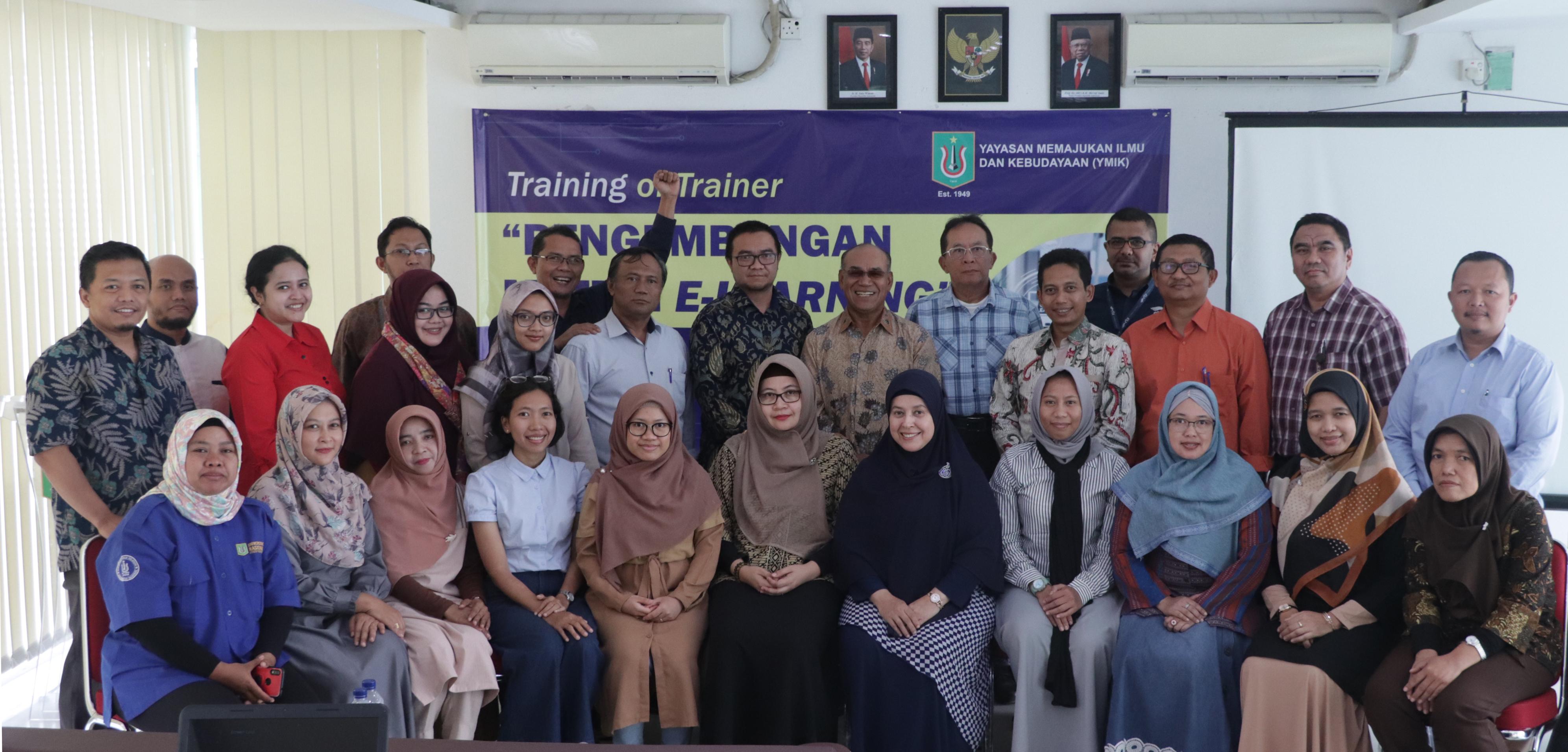 Foto bersama para peserta dengan Rektor UNAS