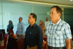 Kepala UPT wirausaha dan dosen hadir serta menyanyikan lagu wajib nasional